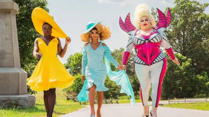 We're Here: reality com ex-participantes de RuPaul's Drag Race ganha trailer