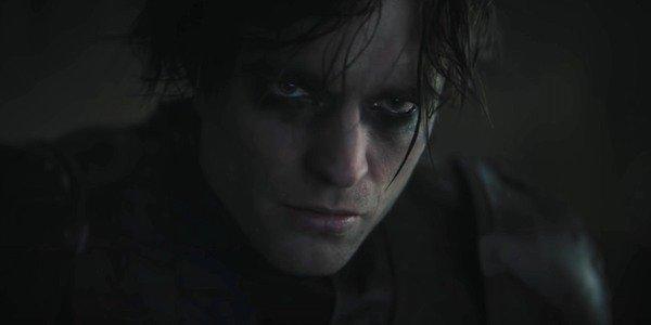 Robert Pattinson em cena de The Batman