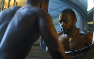 Altered Carbon: assista ao trailer para a segunda temporada, com Anthony Mackie