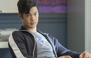 Ross Butler quer interpretar Terry McGinnis em live-action de Batman do Futuro