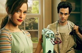 You: 3ª temporada ganha novos pôsteres com Love e Joe levando vida quase normal